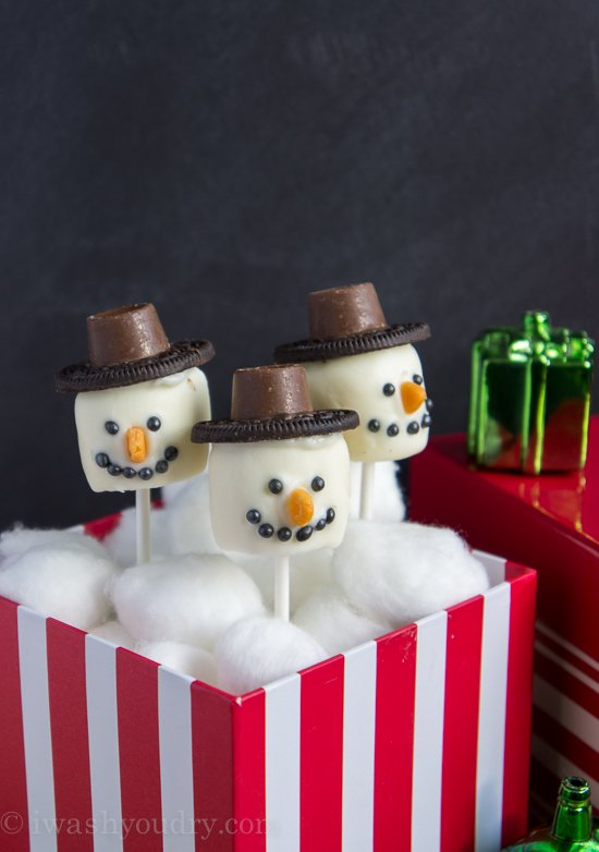 Frosty the Snowman Marshmallow Pops