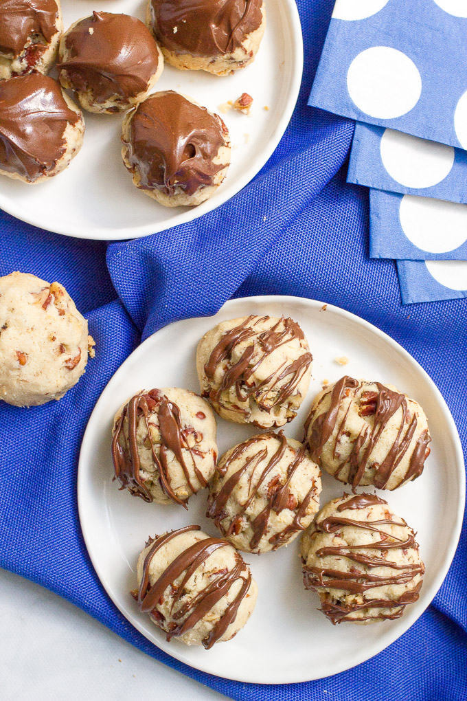 4-ingredient pecan balls (or 5, with a chocolate drizzle!) make a great game day snack, appetizer or anytime treat!